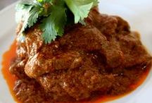AMAZING TASTE! Rendang / Rendang is a food originally from Padang, Indonesia. It tastes so good that it becomes so popular all over Indonesia. A must try food!