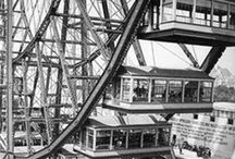 "1893 (★) Chicago, World Columbian Exhibition / From May to October 1893 // Theme: Columbus's ""Discovery"" of America // Highlights: White City, Ferris Wheel & Midway Plaisence"
