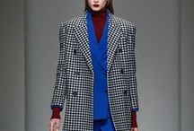 Fall Winter 2017/2018 / Hallmarks of AQUILANO.RIMONDI 2017-18 Fall/Winter Collection are Italian tailoring of the outerwear that emphasizes shoulders, male volumes of short and oversized jackets which highlight woman's waist, asymmetrical silhouettes of dresses and flared skirts, shirts as excellence and identity of the brand. Orange, purple, emerald green, peacock blue illuminate the masculine color palette. Embroidery is embellished here by steel and aluminum alternating to crystal gold and blue vibrant lights.