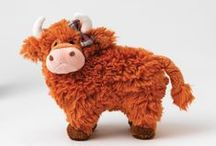 Hairy Coos / Wearing tam o'shanters, tartan scarves and modelling a stylish range of Arran jumpers, these are the smartest Highland cattle ever to be found. Border Fine Arts brings you fashionable & trendy dressed Highland Cows. Each one displaying its own unique style wearing their favourite colours and accessories.