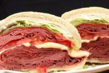 Sanduiches - Sandwich -  Salgados #salgadinhos ...Lanches ... Lanchinhos #brusquetas / comidinhas deliciosas pra se comer com as mãos, a tarde, com amigos, tomando uma cerveja, um vinho...