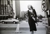 Garry Winogrand / Garry Winogrand (14 January 1928, New York City – 19 March 1984, Tijuana, Mexico) was a street photographer known for his portrayal of the United States in the mid-20th century. John Szarkowski called him the central photographer of his generation.