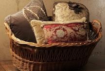 Pillows / by Maria Helena Lacerda
