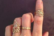 Jewelery & gems / Decorations to wear.....