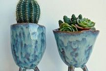 planter ideas / Ideas and inspiration for planters, plant pots and homes for cacti and house plants. Here you'll find my picks of ceramic pots I love as well as well styled plant arrangements on shelves, steps, indoors and outdoors.