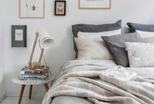 cosy scandinavian bedroom ideas / Bedroom ideas and home decoration inspiration for creating nordic, scandinavian, hygge inspired bedrooms if you're planning a bedroom makeover with cosiness!