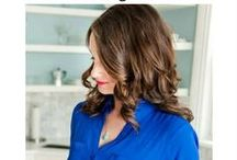 Chic easy hairstyles / Quick and easy hairstyles to get you out the door in the mornings.  These step-by-step tutorials are simple for beginners. It doesn't matter if you have is layered, curly, short, long or medium length.  These hairstyles are great for work, for daughters for school or just everyday. Great ideas for an updo, braids and half up hairstyle.