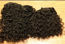 Cheveux Vierge Origine Malaisie* / Authentiques Cheveux Origine Pérou Inde Malaysie Grade AAAA (4A), couleur naturelle d'origine Les cheveux sont vierges, ils n'ont subi aucun traitement chimique Ils peuvent être décolorés ou colorés, et vous pouvez utiliser un fer pour les rendre lisses ou ondulés Double couture pour éviter les chutes de cheveux Les écailles de la cuticule sont toutes orientées dans le même sens, donc les cheveux ne s'emmêlent pas et ils sont faciles à brosser et à coiffer Les cheveux sont doux et confortables