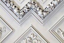 Lyx & Glamour 2(Luxury & Glamour) / Ibland behöver man det där lilla extra. Detaljer för att förstärka - blänkande mässing, mjukt, fluffigt, gnistrande kristaller, guld, siden och sammet. http://www.lillaorangeriet.se