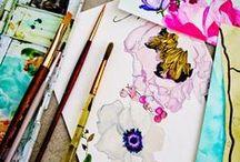 Linia Lily - inspiracje Quiosque na sezon jesień-zima 2014/2015 / Kolorem dominującym tej linii jest ciemna fuksja, pojawiają się w niej również odcienie szarości i pastelowy róż. Dominującym motywem są dekoracyjne, malarskie kwiaty.