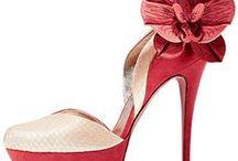 Buty / Szpilki, sztyblety, balerinki, sandałki, mokasyny, gladiatorki, kozaki, kalosze, śniegowce, rzymianki, koturny, sneakersy, espadryle, trampki... Kobiety uwielbiają buty