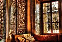 INSPIRATION + Maroc / Les couleurs et les sensations du Maroc. La nuit, la ville, les lumières, les couleurs vives, les odeurs, la sable fin du désert sans bruit, l'artisanat, les marocains eux-même, les berbères.