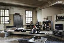 Industriálna revolucia / Industriálny štýl sa vyznačuje predovšetkým kombináciou dreva a kovu. Z farieb dominujú  tmavé tóny.. Preneste kúzlo starých tovární a dielní do svojho domova. Inšpirujte sa v SCONTO Nábytku!