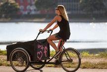 Triporteurs Christianiabikes en action / Utilisation quotidienne des triporteurs comme moyen de transport des enfants, des animaux, des courses ou autres.