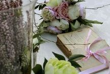 ROMANTIC CORNER / FLOWERS and WORDS!  A romantic approach on soft pastels in a thematic corner of a wedding party!  We Love This!  FIORI &PAROLE!  Un accostamento romantico sui tenui colori pastello in un angolo tematico di un matrimonio!  We love This!  Flores e palavras!  Uma abordagem romântica em ton pastel suave num angulo tematico de um casamento!  We love this!  #wedding #events #weddingdecorations #weddingflower #booksflowers #romanticwedding