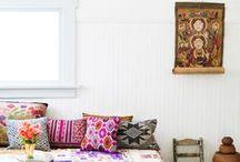 Kissen - Cushions & Pillows / Kissen sind das Herzstück des Ethno-Einrichtungsstils. Sie lassen aber auch mit minimalistischem Ambiente kombieren und bringen dann Lebenslust und Wärme in die Wohnung: ob unifarben, oriental oder geometrisch. / by Guru-Shop