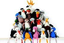 """Háčkovaní ptáčci / Celá armáda krásných háčkovaných opeřenců (nebo spíše """"ovlněnců""""), více než 40 návodů na veselé hračky pro malé i velké."""