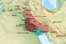 Tijdperk 2 / Mesopotamië 1 / 3700 - 332 v.C. / SOEMERIERS / SOEMER het zuidelijkste deel van Mesopotamië  lag in het zuiden van het huidige Iran en Koeweit. Het werd voor het eerst bewoond rond 4500 vr.Ch. misschien zelfs eerder. Hier werden de eerste steden ooit gesticht, zoals Uruk. Ze geloofden dat hun steden symbool stonden voor de goddelijke overwinning op  'de chaos'