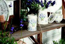 Lilac, Love, Lavendel / Der Duft von Lavendel liegt in der Luft, in Gedanken fahren wir mit einem Cabrio durch die Provence an endlos weiten Lavendelfeldern vorbei und genießen den Urlaub! Wer auch Zuhause den Traum von Lavendel und Lila genießen möchte, dekoriert ganz einfach mit IHR :) Weitere Neuheiten, Trends und Ideen findet ihr unter www.ihr.eu Folgt uns auch bei Facebook www.facebook.com/IHRliebevolleTischgeschichten