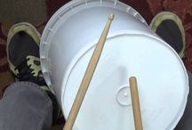 Musique - Percussion et chaudières / Voici des vidéos éducatives qui vous démontrent comment enseigner la percussion avec les sceaux en salle de classe. Veuillez adapter vos leçons selon les besoins et niveaux de vos élèves.