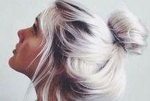 ᚖ BLANC ᚖ Cheveux blancs, cendrés, gris... / Nos inspirations de blanc : épuré, simplicité, clareté, argenté, légereté, plumeux, duveteux, candide, lumineux, floral, innocent, zen, doux, apaisant, éclatant, étincelant, brillant...