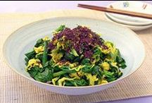 ちじみほうれん草 レシピ / 葉が肉厚で甘味があり、ほうれん草らしい味が濃く感じられます。当然、カロチンやビタミン類などの栄養成分も多く含まれ、五訂日本食品標準成分表でみると夏場の物と比べビタミンCが3倍も多くなっています。