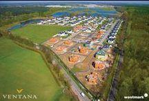 Osiedle Ventana / Osiedle Ventana znajduje się zaledwie 18 kilometrów od centrum Warszawy. Znakomite położenie inwestycji, w pobliżu głównych arterii komunikacyjnych oraz w sąsiedztwie Chojnowskiego Parku Krajobrazowego, Lasów Sękocińskich, malowniczych stawów i rzeki Utraty gwarantuje mieszkańcom komfort mieszkania pod miastem, w bliskości natury, lecz bez konieczności rezygnowania ze wszystkich udogodnień dużej metropolii.