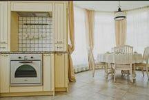 Dom Pokazowy typ B (sprzedany) / Jest to dom – bliźniak o powierzchni 186 m2. Spełni wszelkie wymagania rodziny 1+1 lub 2+2. Na parterze budynku znajduje się salon z jadalnią, kuchnią i wygodną spiżarnią. Do pokoju dziennego przylega gabinet. Tuż przy wejściu jest garderoba oraz toaleta. Powierzchnia użytkowa parteru obejmuje garaż na jeden samochód i kotłownię. Na piętrze znajdują się trzy wygodne sypialnie, salonik, garderoba i dwie łazienki. Dom stoi na działce działce o pow. 600 m2.