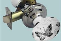 Passage Door Knob Sets / A stunning range of top quality ceramic passage door knob sets with metal backplate and latch. This design has a concealed base which hides the fixing screws giving an overall clean and stylish look.