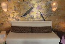Bennett Leifer Golden Boy / For the New York Kips Bay Decorator Show House 2015 Bennett Leifer decorates a nook lounge in a modern asian fantasy-style.  The furnishing are simple and bold and the Japanese-like wallpaper is by de Gournay.  More interiors and design at: http://designlifenetwork.com