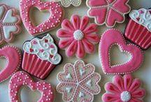 Valentin napi kekszdíszítés / Készüljünk a Valentin napra! Remek receptek, képes segítség a glazur.hu oldalon, a hozzávalókat pedig a shop.glazur.hu oldalon tudod megvásárolni. / by Glazur Shop