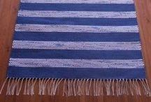 Räsymatot / Räsymatot valmistetaan joko aidoista käsin leikatuista räsykuteita, puuvillatrikookuteista (eli teollisuuden ylijäämämateriaalista tai molempia yhdistellen.   Käsityönä Suomessa.