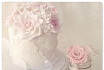 Vintage cakes / Beautiful, delicate and floral, the most perfect vintage cakes!