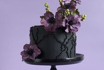 Black Cakes / Who said you have to have a white cake? Black is so much more stylish!