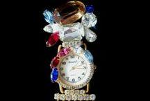 Vintage Glitzy Jewelry / Vintage Costume Jewelry from Digits by Bonetto. www.digitswatch.com #vintagejewelry #costumejewelry @Digitswatch