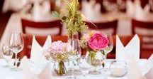 Hochzeitsdekoration / Die richtige Dekoration kann eine Hochzeitsfeier noch unvergesslich machen. Der Phantasie sind dabei keine grenzen gesetzt und richten sich immer nach dem persönlichen Geschmack. Ganz dem Motto: Alles kann, nichts muss! findet ihr hier eine Inspiration von Dekoration auf echten Hochzeiten.