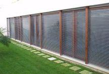 Persianas Enrollables / Persianas Enrollables de PVC, aluminio y madera, un clásico de la decoración interior. Protección visual, control de a luz, aislamiento térmico y acústico