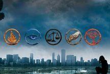 Divergent Trylogy / Divergent Insurgent Allegiant