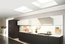 Lichte keukens / Inspiratie voor keukens met veel natuurlijk daglicht door o.a. dakramen en platdakramen.