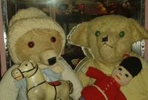 Teddy Bears Irish / In 1938 the Gaeltacht Services Division of the Department of Lands established a new industry manufacturing toys and small utility goods. This industry was operated in three factories, one in Mayo (the Elly Bay Co.) for soft toys (which included teddies), one at Spiddal, County Galway for lead toys and one at Crolly in County Donegal for dolls .by Glenys & Steve Moss