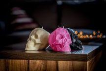 Świece Drukowane w Drukarce 3D / Piękne świece o nietypowych kształtach, to doskonały prezent na każdą okazję. Te małe dzieła sztuki, drukowane są w drukarce 3D, nie kapią, nie dymią oraz wtapiają się do środka.