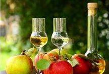 Eau-de-vie de pomme / Chez nous, en Lorraine et en Alsace, comme dans d'autres régions, l'eau-de-vie de pommes, est souvent utilisée pour faire des macérations. Car suivant les pommes que l'on utilise, on obtient un alcool neutre, sans goût et qui est conseillé, pour ne pas influencer le résultat, dans la fabrication des liqueurs