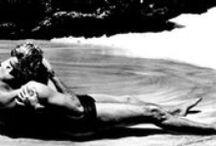 La plage au cinema / Qu'elle serve d'écrin à des histoires d'amour, soit le lieu de crimes sordides ou source de burlesque, la plage baigne de multiples scènes de cinéma...