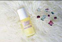   Nos Inspirations Beauté   / Créer ses propres recettes naturelles chez vous, c'est possible ! Les multiples vertus des huiles essentielles serviront pour soigner vos cheveux, votre peau, vos ongles et s'utiliseront dans tout vos petits rituels beauté.
