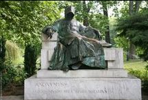 Statues / Public statues and memorials in cities