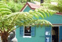 """Reunion Island - Cases et lambrequins / Les maisons de La Réunion sont à découvrir. Grandes ou petites, elles portent le joli nom créole de """"cases""""."""