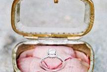 Inspiración para la pedida de mano / Presentaciones originales, inspiración e ideas para que la entrega del anillo de compromiso sea perfecta.
