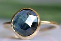 Joyas con piedras preciosas / Rubíes, zafiros, esmeraldas... las piedras preciosas añaden un toque de color y personalidad a tus joyas de oro | taller de joyería artesanal
