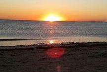 Plouharnel : la porte de la Baie de Quiberon / Vous y passerez obligatoirement si vous choisissez votre séjour dans la région. Vous aurez tous les renseignements sur la Baie de Quiberon  à l'office du tourisme. Vous voyez la petite maison ? C'est là http://leclosdumenallen.com