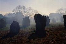 Du coté de Carnac / Après les Alignements de kerzerho à Erdeven, continuez votre visite vers ceux de Kermario, les menhirs, dolmens. Sans oublier la voile, le port de plaisance, la thalasso, le village de Saint-Colomban, l'église Saint-Cornély (la légende des alignements) http://leclosdumenallen.com